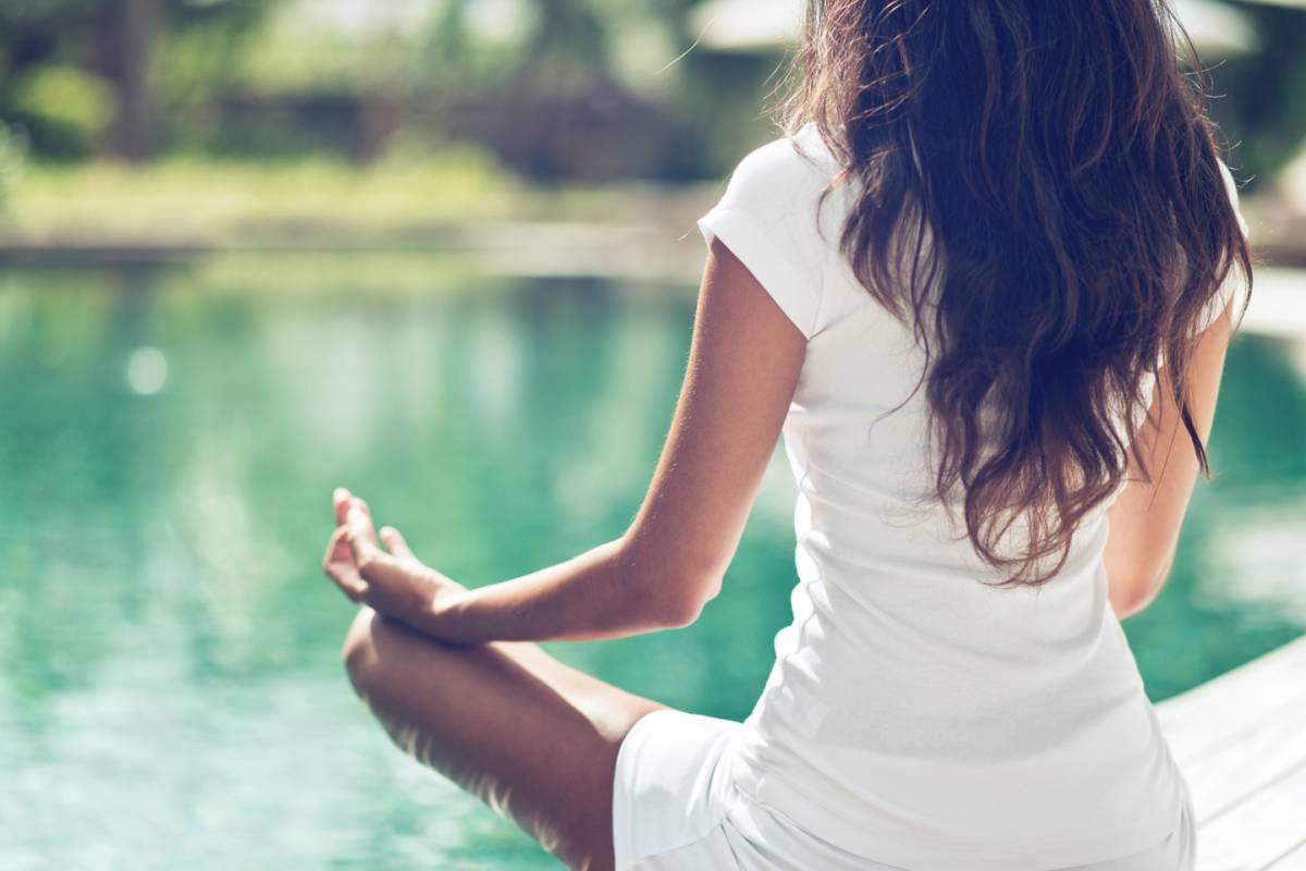 web-meditation-green-girl-peace-c2a9-plusone_