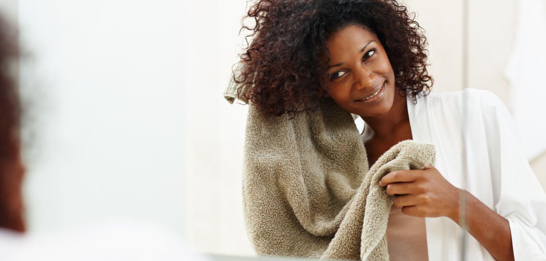Comment-prendre-soin-de-ses-cheveux-crepus-des-la-douche_exact1900x908_l