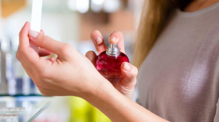 femme-pschit-parfum