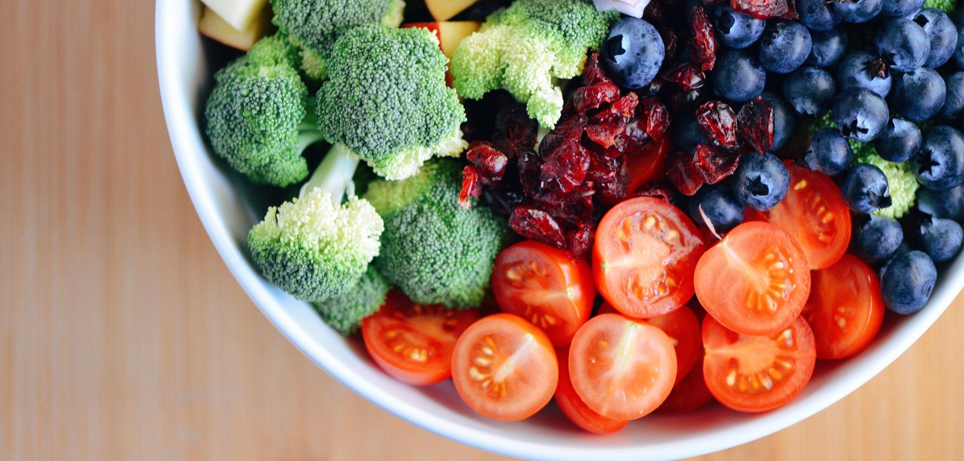 Il-faudrait-manger-non-pas-5-fruits-et-legumes-par-jour-mais-10-ca-commence-a-faire-beaucoup_exact1900x908_l