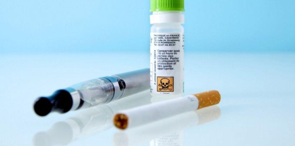 cover-r4x3w1000-57df6740ca495-e-cigarette-boire-la-nicotine-liquide-est-dangereux