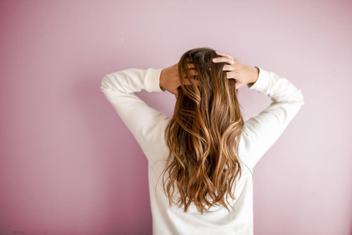 Cheveux secs : quels produits utiliser ?