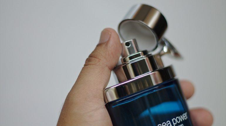Mesdames, et si vous portiez du parfum pour homme ?