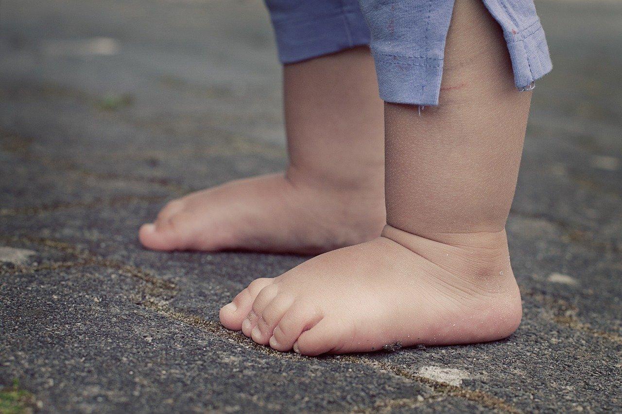 Trotteur bébé : une mauvaise idée pour apprendre à marcher ?